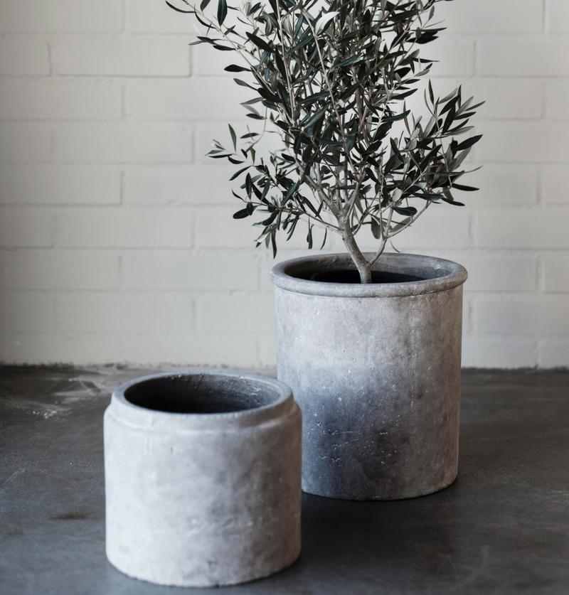 Ernst svart betong kruka - Nilssons Blommor 2aece845fb1b8