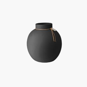 en-fantastiskt-fin-stengodsvas-från-ernst-design-i-mörkgråfärg-storlek-h14cm-Ø13cm