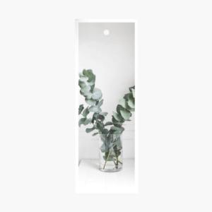 Exklusivt litet blomsterkort med eucalyptus på som är framtaget av cardstore.