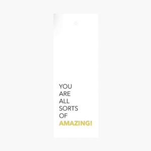 """Exklusivt litet blomsterkort/ tag med texten """"You are all sorts of amazing"""" på som är framtaget av cardstore."""