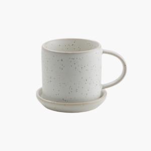 Glaserad vit kaffekopp med prickar fran ernst design