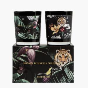 Victorian wilderness och monkeybusiness- Doftljus 2 pack med djungelinspirerande etiketter med lejon, apa och romantiska blommor