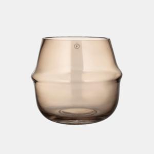 stilren glasvas i rokfargad barnsten fran ernst design